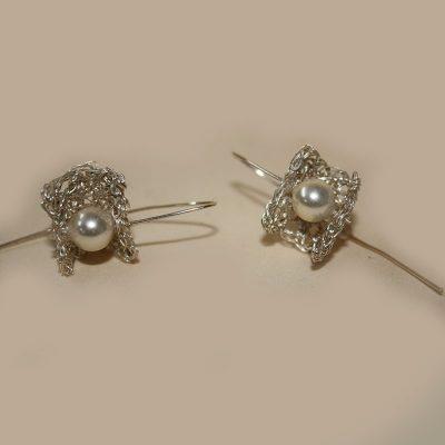 Pendiente de Crochet de plata y perla